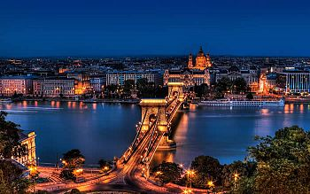 A night view of the Chain Bridge over the Danube River in Budapest.