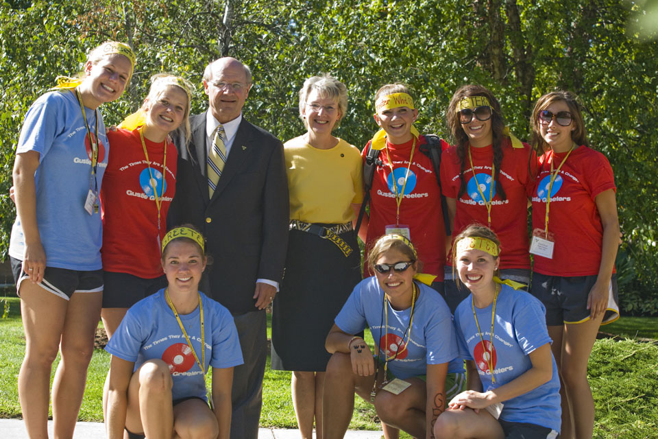 President Jack and First Lady Kris Ohle with a group of Gustie Greeters during New Student Orientation.