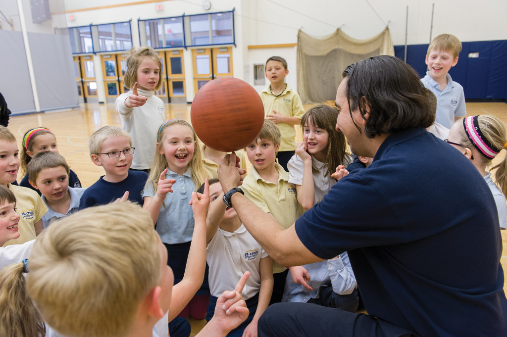 Gutierrez entertaining a second grade physical education class (Photo by Stan Waldhauser '71).