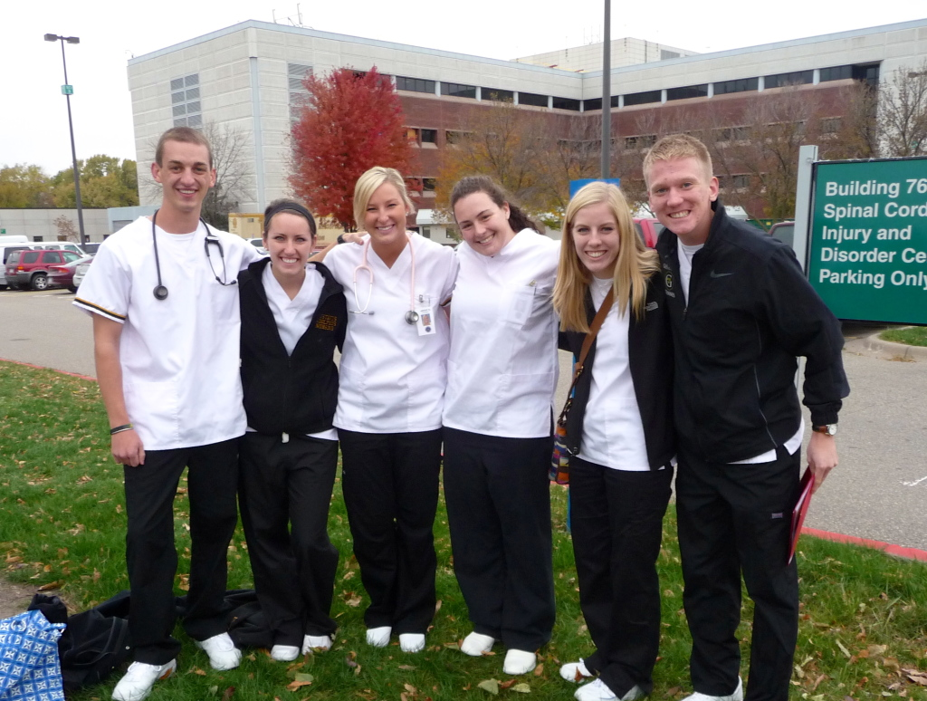 Ashwill (second from left) and several other Gustavus nursing students outside of the Minneapolis VA Hospital.